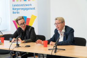 Im Gespräch mit Sabine Werth  | Foto: Landesfreiwilligenagentur Berlin / Gregor Baumann